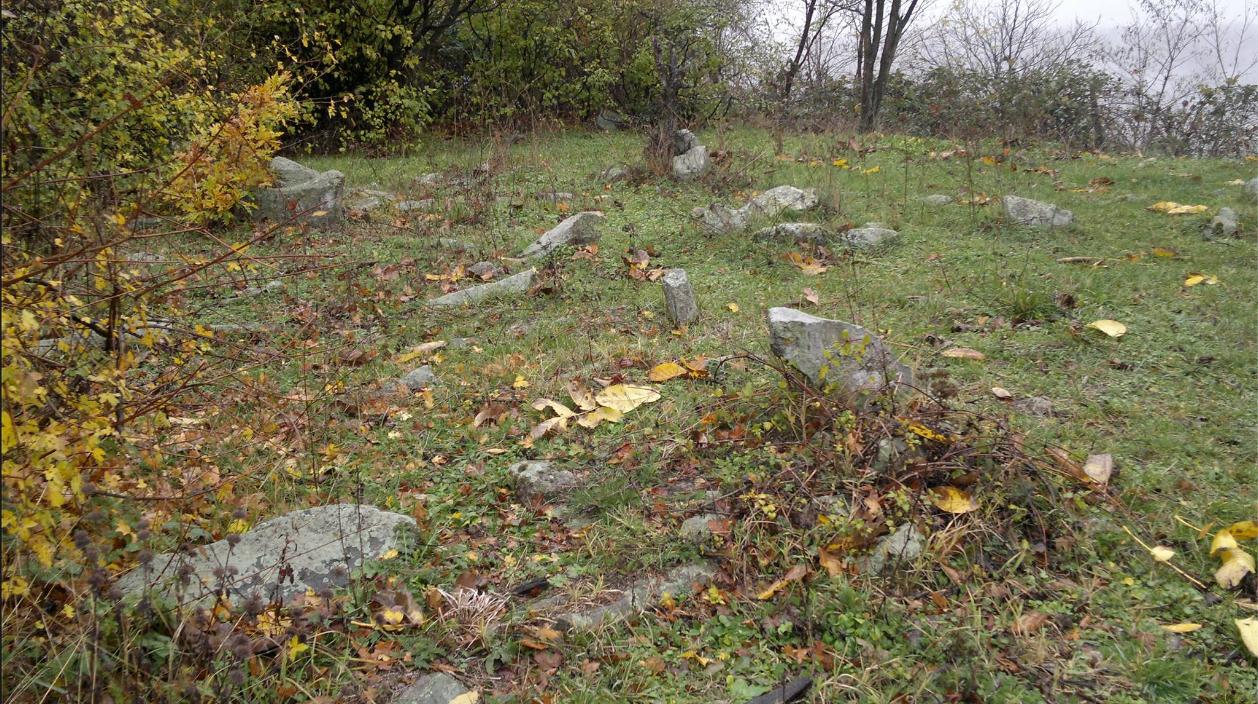 Varrezë1.2 ne Fshatin Tupallë _Medvegjë